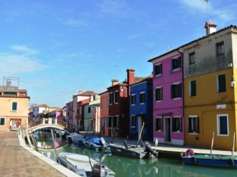 ブラーノ島はヴェネツィアとは別世界。ヴァポレットで45分ほどです