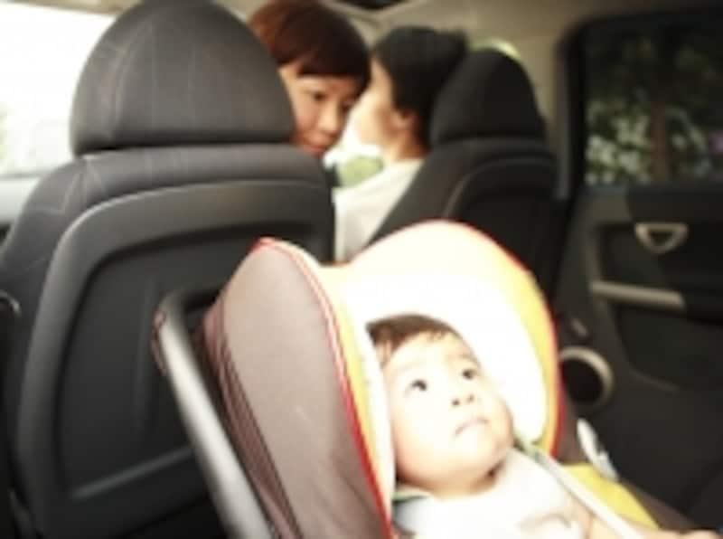 車の中の赤ちゃん