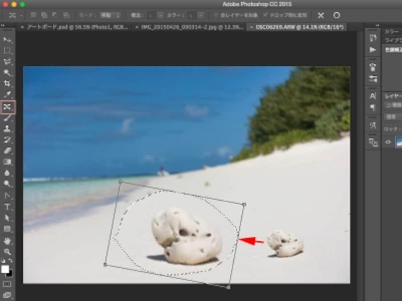 「コンテンツに応じた移動」ツールで、右側の石を囲んで左側に移動。バウンディングボックスの操作によって、回転や拡大・縮小も可能。