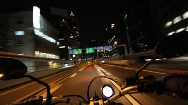 ちょっと贅沢に首都高を駆け巡る。夜は渋滞知らずなので快適!