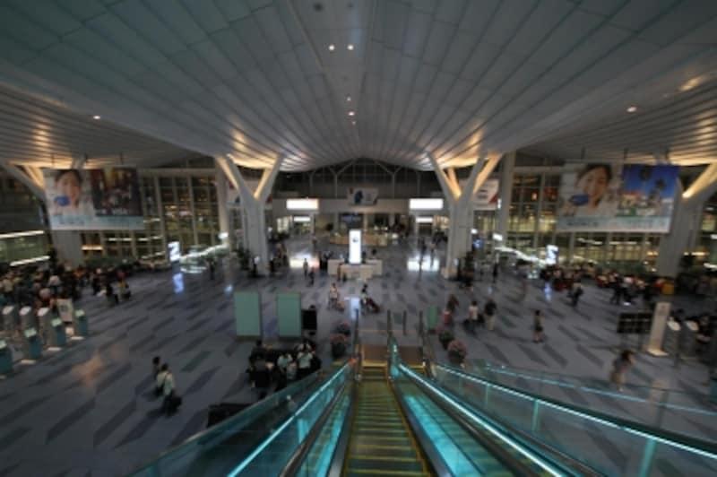 24時間体制で稼働する羽田空港・国際ターミナルへ