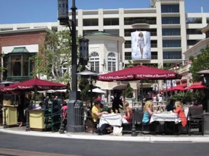 全席オープンエアのレストランがカリフォルニアらしい!