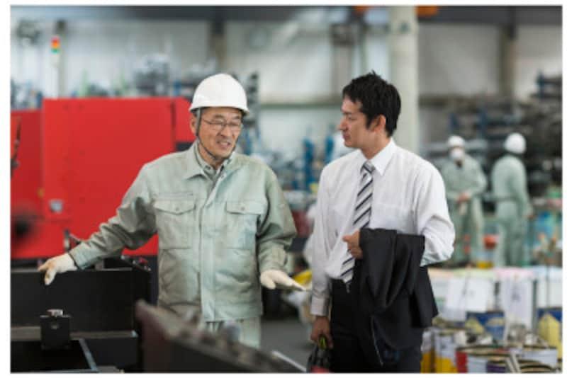 定年前の50代の7割が継続雇用を希望。理由のトップは「日々の生計維持のため」。