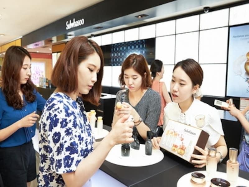 20代女性からお母さん、おばあちゃん世代へのお土産としても喜ばれるパーフェクトなコスメブランド。韓国でも憧れコスメの座に君臨しています