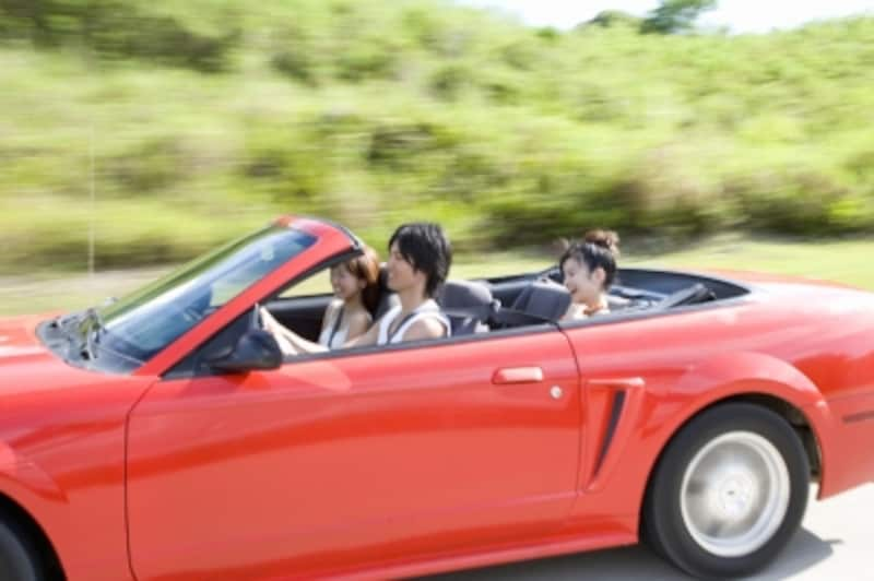 タダで手に入れた車でドライブしたら、楽しさ倍増!