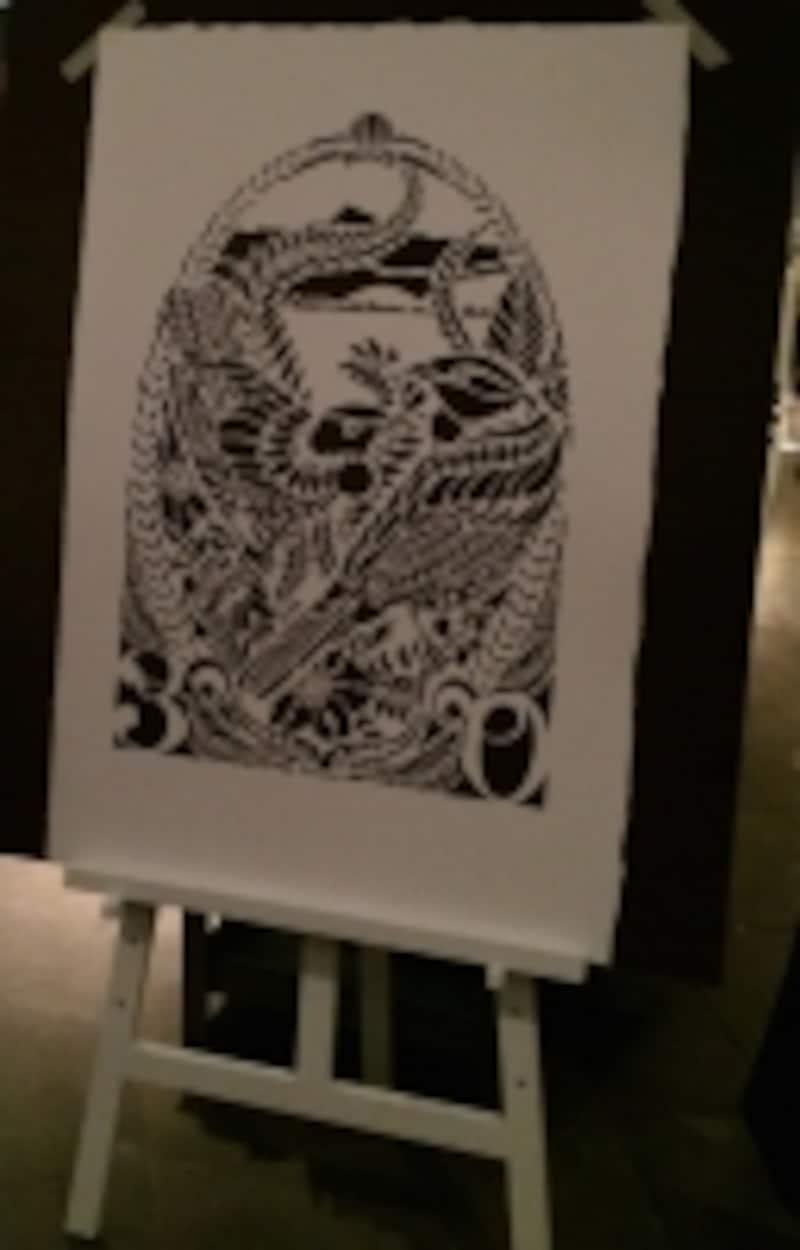 ニュージーランド出身のグラフィティ・アーティストのヘイリー・キング・フロックスさんによる祝いの作品