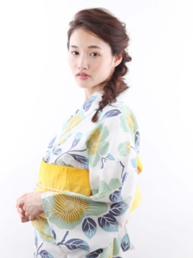 白地の浴衣×黄色の帯で爽やかに