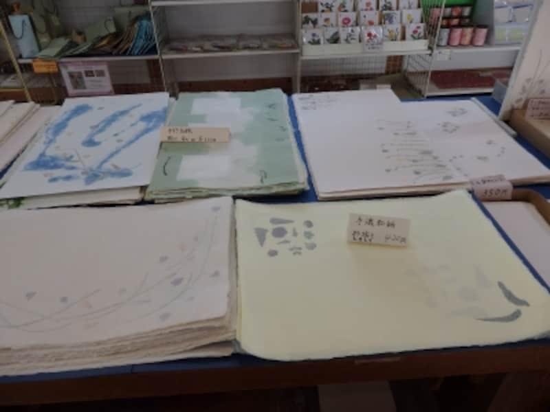 東秩父村和紙の里の特産品直売所で販売される細川紙