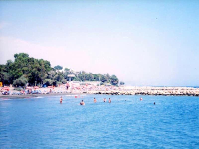 青い海が続く島国キプロスのリマソール海岸