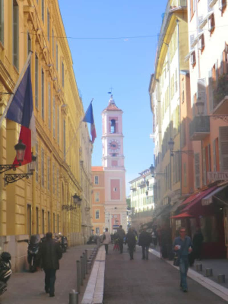 歴史と文化の薫りが漂うニースの旧市街。今なお多くの芸術家たちを引きつける。