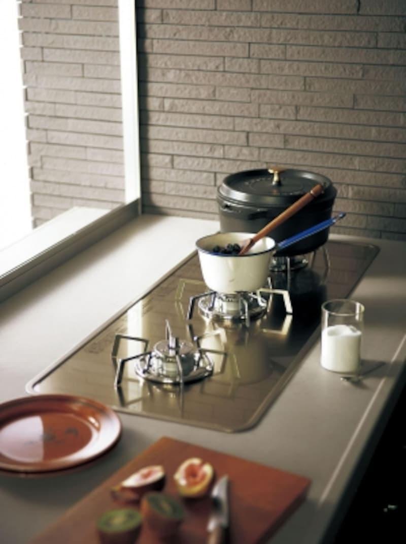 3つ横並びundefinedなので、鍋も置きやすい。二人並んで調理もできる。[トリプルワイドガス]undefinedパナソニックエコソリューションズundefinedhttp://sumai.panasonic.jp/