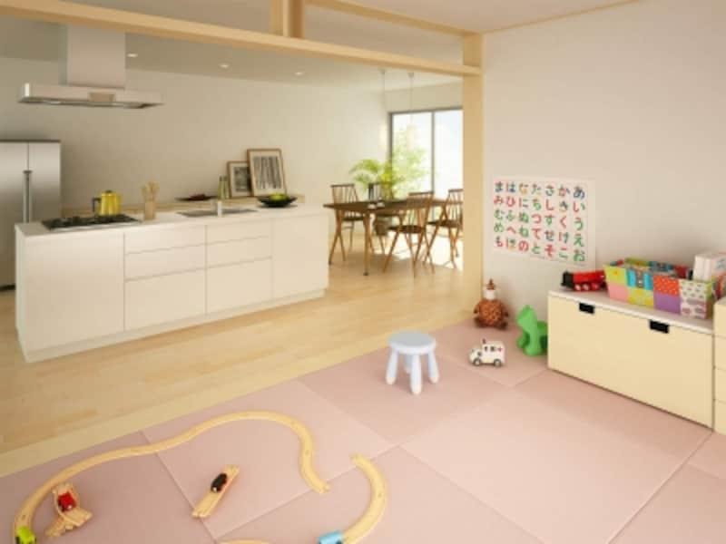キッチンからも目が行き届く場所に設けて。薄いピンクの畳がナチュラルな床材ともしっくりと馴染む。undefined[健やかくんundefined畳:清流〈18薄桜色(うすざくらいろ)〉|床材:エクオス日本の樹〈栃〉(とち)undefinedDAIKENundefinedhttps://www.daiken.jp/