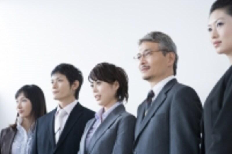長年、勤めている社員であれば顔も分かっているので本人確認は顔パスですませる