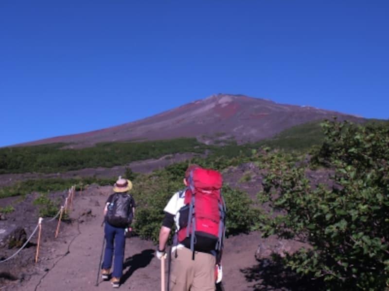 「須走ルート」六合目手前から見た富士山山頂