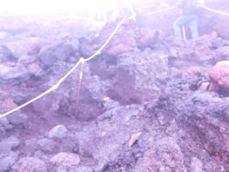 雨が降り始める中、最後の岩場を登った2015年の登山