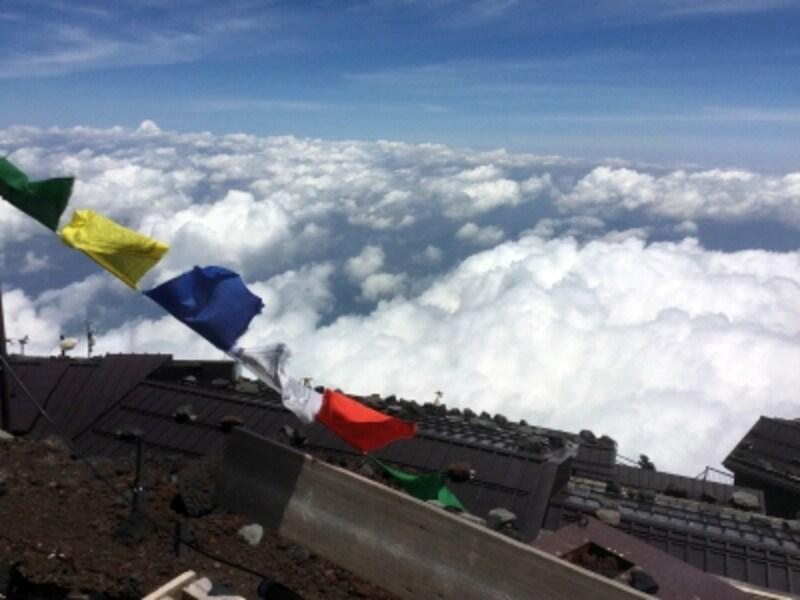 本八合目(標高3,400m)から見た、一面に広がる雲海。こんな素晴らしい景色を見てみたいですよね!