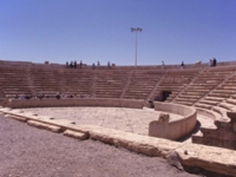 ローマ時代の円形劇場©牧哲雄