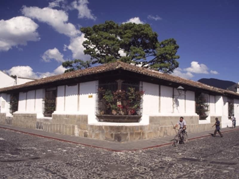 地震が多いために平屋が基本となるアンティグアのコロニアル風邸宅©牧哲雄
