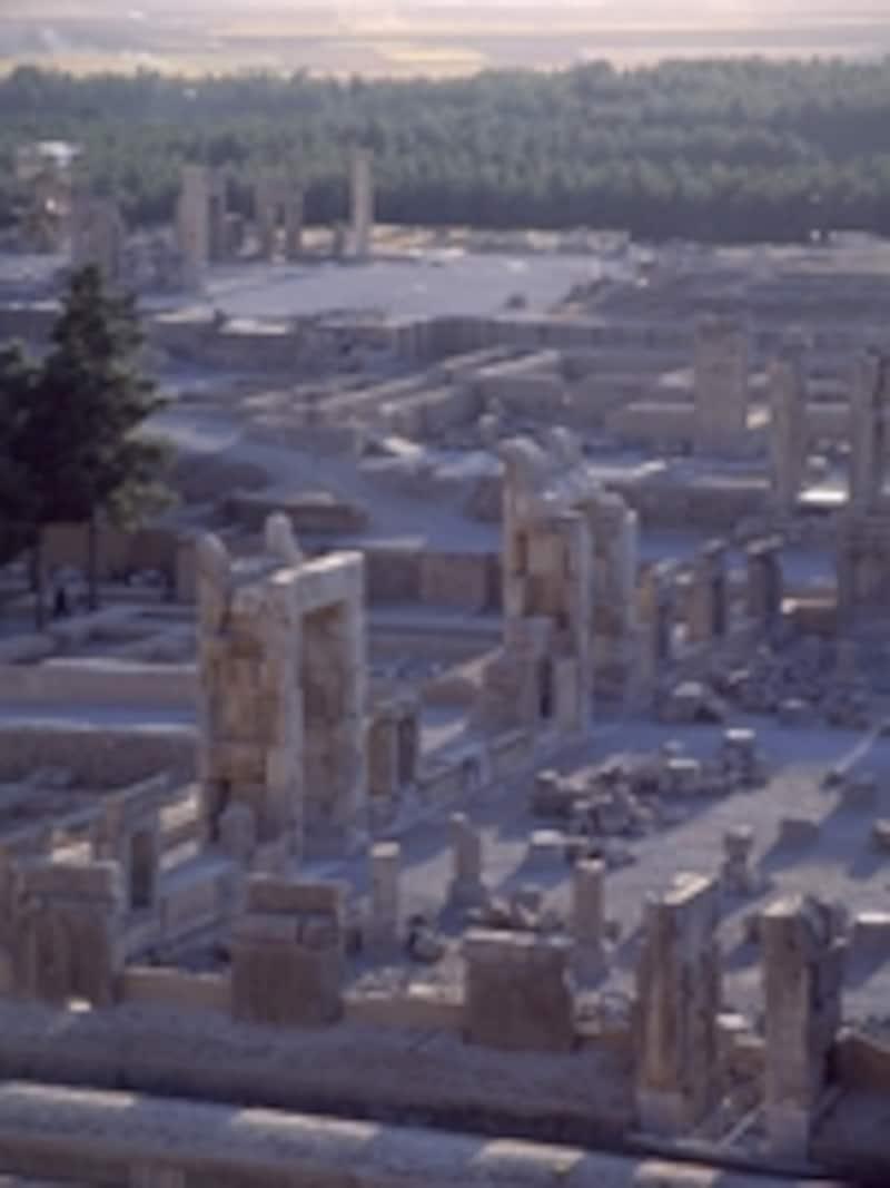 アルタクセルクセス2世の墓から眺めたペルセポリス©牧哲雄