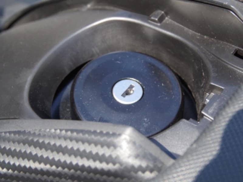 2015年モデルundefinedTMAX530undefinedガソリンキャップはスマートキーであけることは出来ない