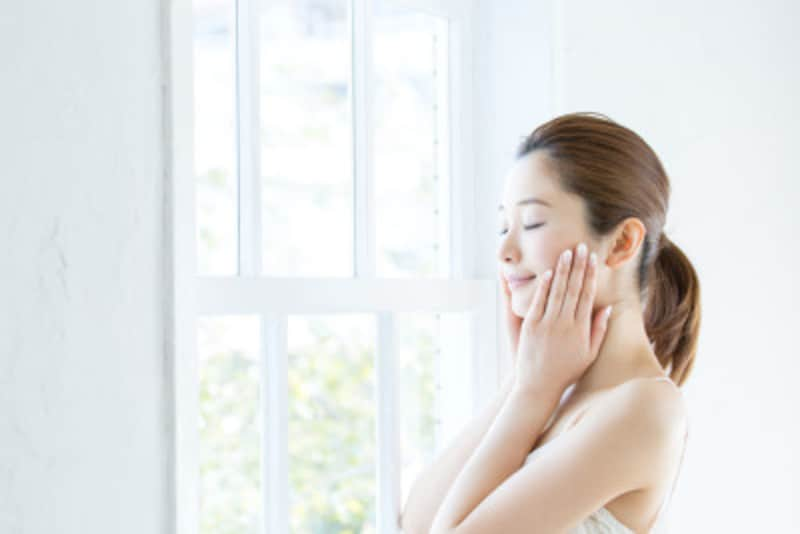 ホホバオイルは市販の日焼け止めの刺激から肌を保護する活用法もあります