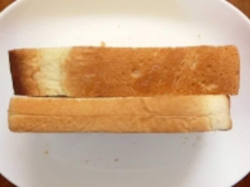 金の食パンと毎日の食パンの厚さ比較