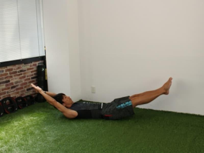 体幹トレーニングで腹筋を鍛えるお腹をへこます筋トレプランク:腰を反らない様に