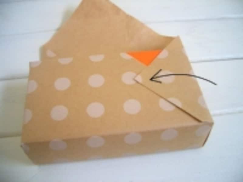 包装紙の包み方!ななめ包み/デパート包みの工程:右側をかぶせます
