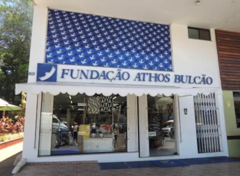 店の外壁は、ブラジリア最初の教会「ファッチマ教会」と同デザインのタイル