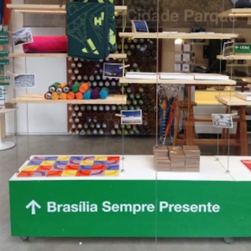 店内奥には、ブラジリアの風景写真が飾られたスペースもあり