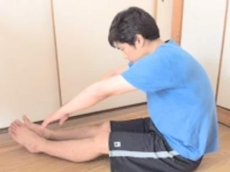 筋肉のコリが強いと長座をするだけで後ろへひっくり返りそうになる人もいます