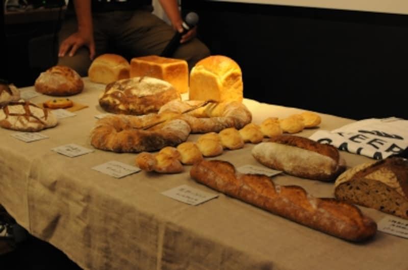 新麦コレクションに賛同するパン屋さんたちからのエールのようなかたちで贈られた国産小麦でつくられたパンのいろいろ