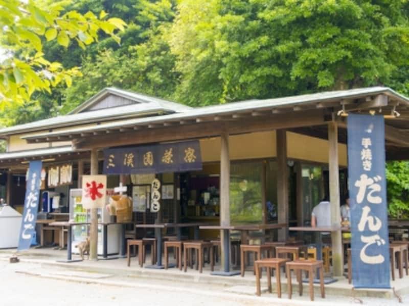大池のほとりにある三溪園茶寮。昭和28年から代々続く食事処です(2015年7月29日撮影)