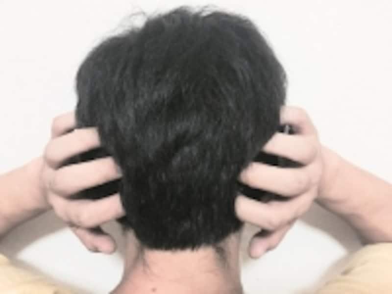 後頭部と頸椎のつなぎ目付近もコリを生じやすい部分です