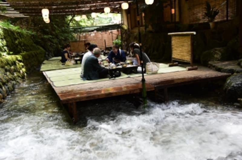 京都の夏の風物詩、貴船の「川床料理」