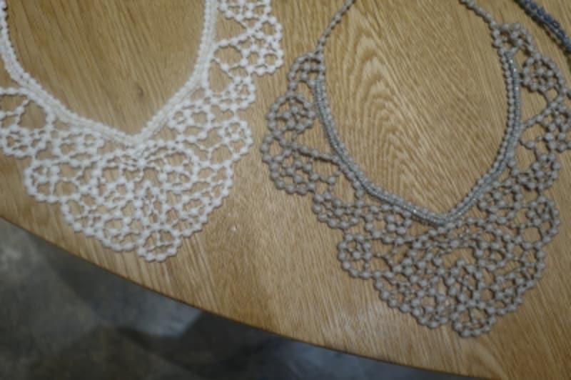 山崎淳子さんの糸を編んだアクセサリー。
