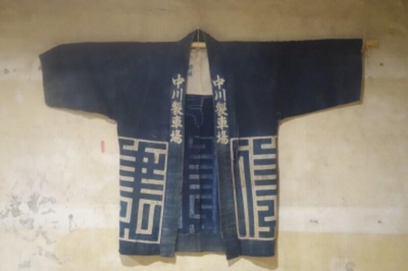 中川ケミカルの前身は大八車を作っていたそう。ひいおじいさんが着ていたという法被が大切に飾られていた。