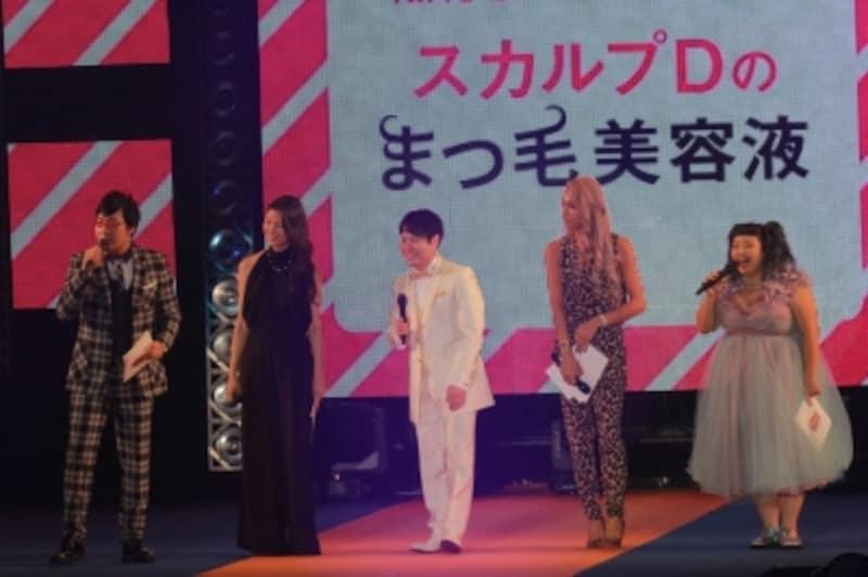 アンファーさんのステージに、橋本マナミさんとGENKINGさんのほか、南海キャンディーズ山里さん、NONSTYLE井上さん、渡辺直美さんが登場。