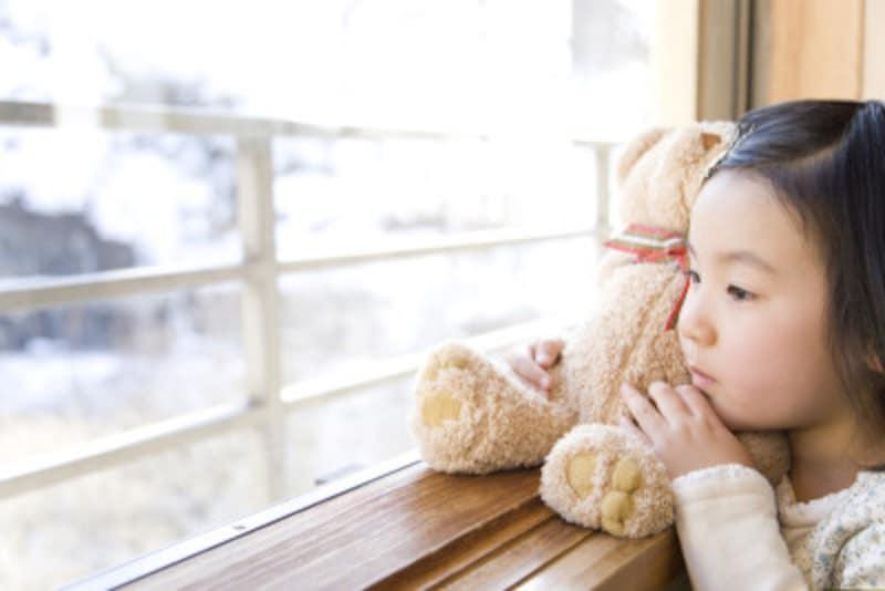タオルを持って寝る、ぬいぐるみに執着する子どもの心理と対処法
