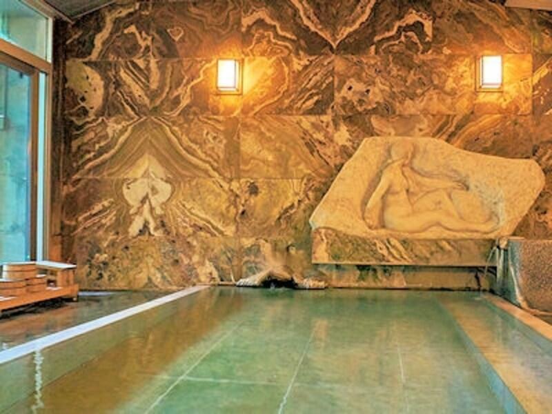 会津東山温泉「向瀧」の大浴場「さるの湯」