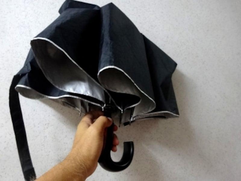 男性用の晴雨兼用の折り畳み傘