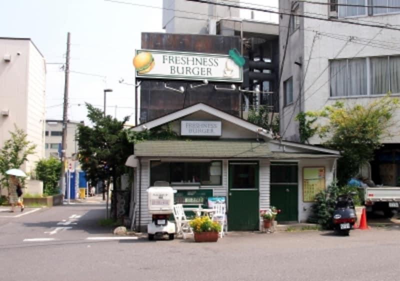 東京都渋谷区富ヶ谷2-23