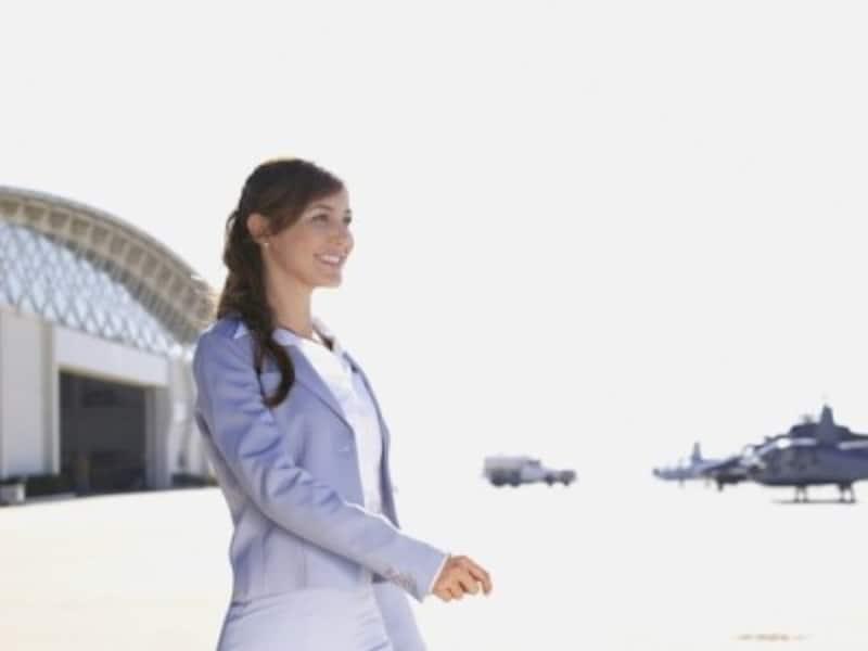 機内での肌や髪の乾燥、むくみ、睡眠タイムなどをサポートする美容アイテムやあると便利なグッズを紹介!