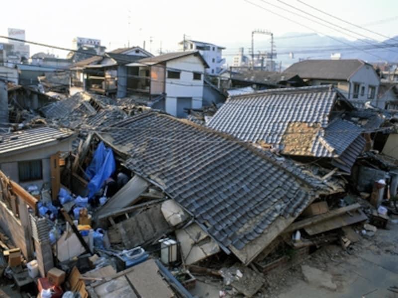 地震で倒壊した家屋