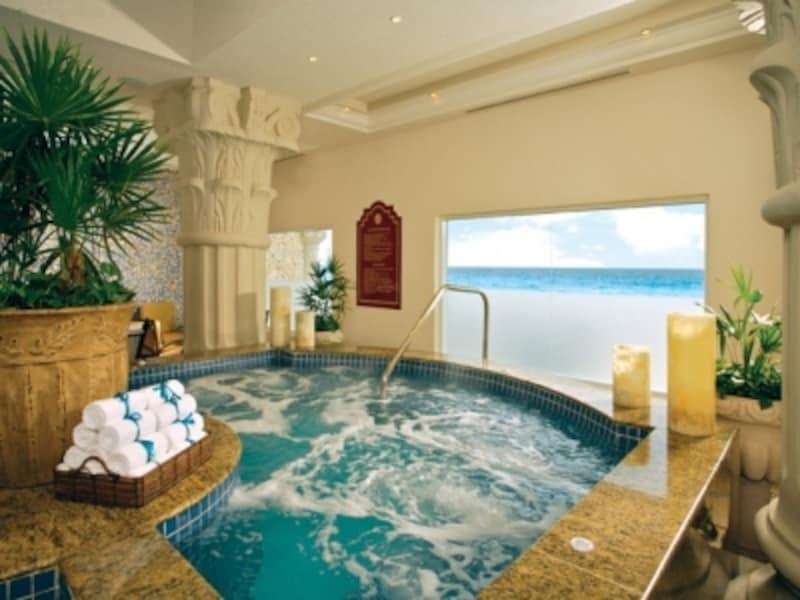 数種類の浴槽が温泉感覚で利用できるスパ