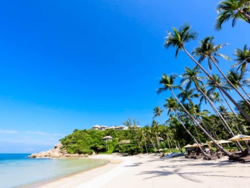 透明度の高いラマイビーチ。スノーケリングポイントは岩場が多いので、リゾートではマリンブーツを無料で貸し出している