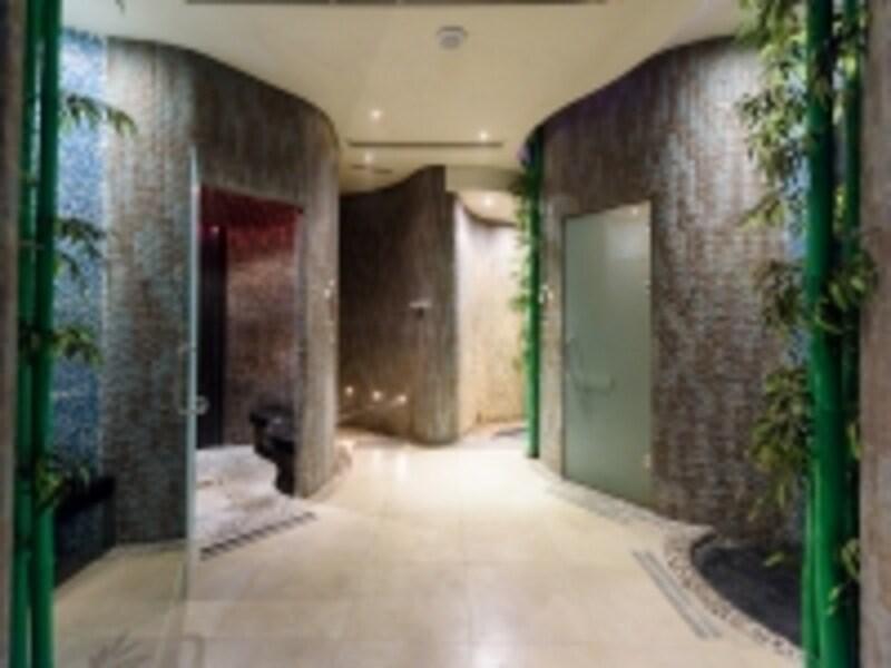 レインフォレスト内部。9つの部屋に分かれており、それぞれ特徴の違うシャワーやサウナがある