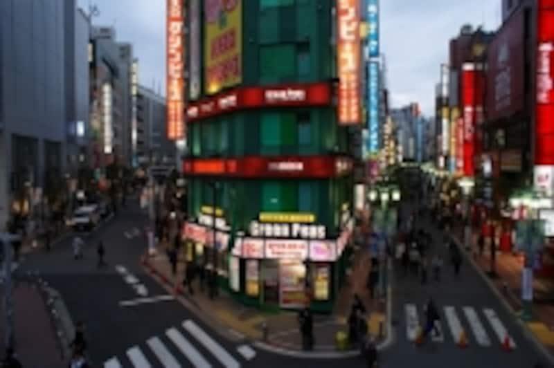 場所は都内の繁華街。写真はイメージです。