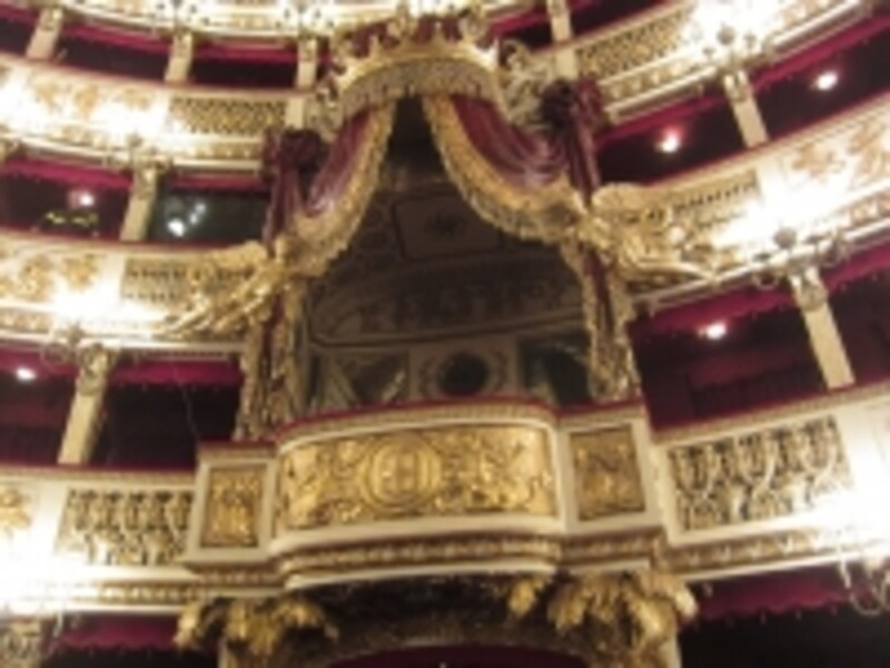 最古の現役オペラハウス! ナポ...