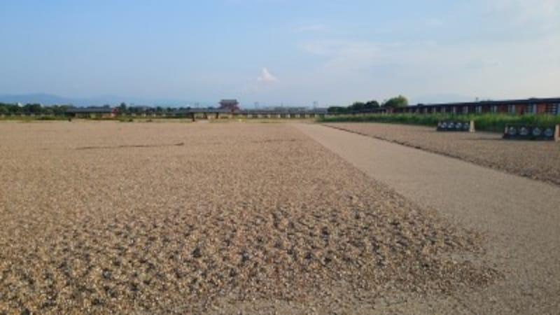 平城宮跡。ただだだっ広いだけですが、悠久の歴史を感じさせてくれます。(撮影:宮本毅)